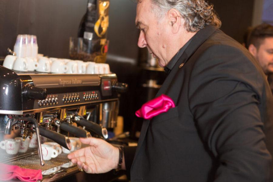 Νίκος Πάπας της ESPRESSE Α.Ε σε διαδικτυακή εκπαίδευση για την προετοιμασία και παραγωγή espresso!